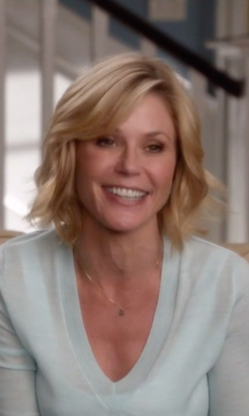 Julie Bowen with J.Crew Collection Cashmere V-Neck Sweater in Modern Family