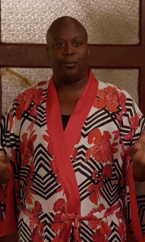 Tituss Burgess with Natori Black Pccadilly Robe in Unbreakable Kimmy Schmidt