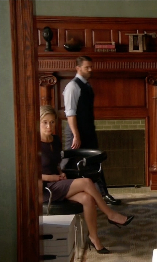 Liza Weil with Manolo Blahnik Patent BB Pumps in How To Get Away With Murder