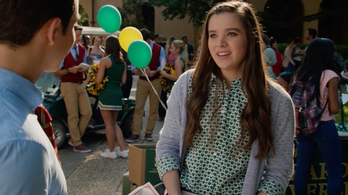 Hailee Steinfeld with J. Crew Honeypie Print Shirt in Pitch Perfect 2