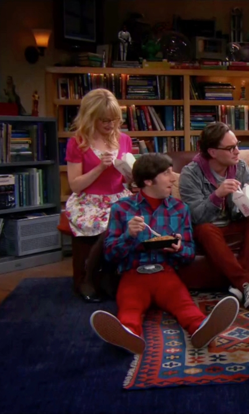 Melissa Rauch with Loft Sheer Short Sleeve Cardigan in The Big Bang Theory