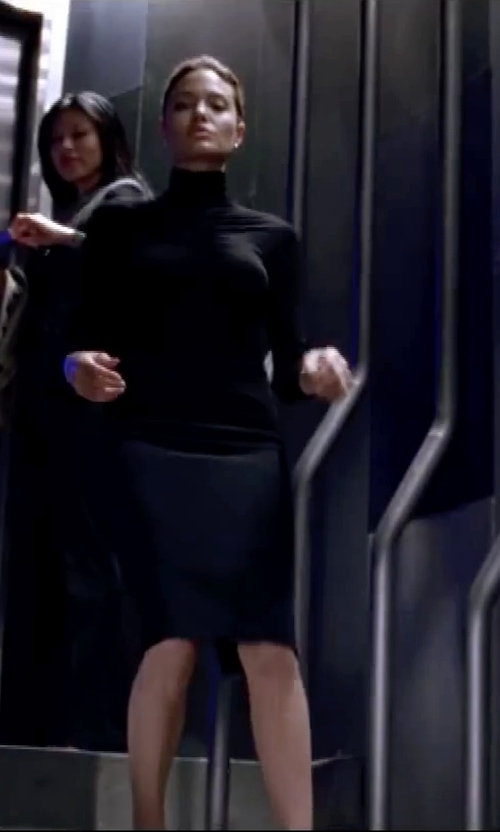 Angelina Jolie with Carolina Herrera Ribbed-Knit Wool Turtleneck Sweater in Mr. & Mrs. Smith