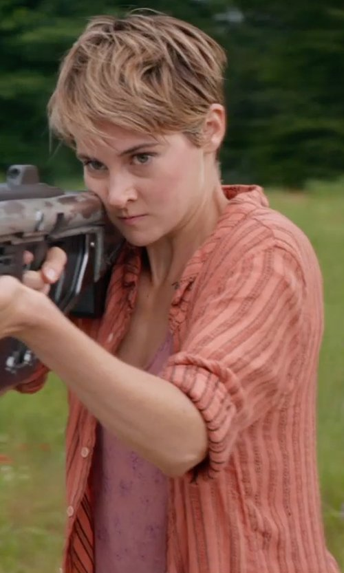 Shailene Woodley with Amor & Psyche Printed T-Shirt in The Divergent Series: Insurgent