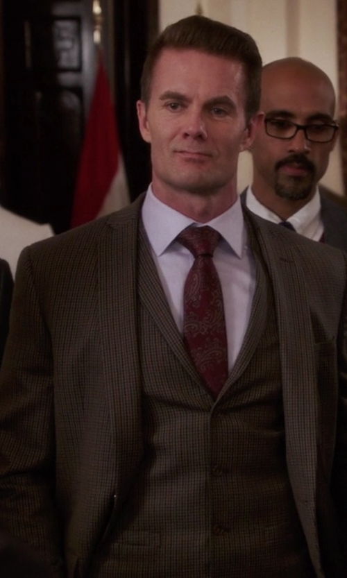 Garret Dillahunt with Canali 3 Piece Suit in The Mindy Project