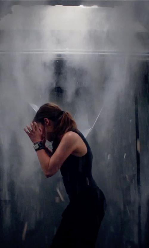 Emilia Clarke with Kensie Skinny Jeans in Terminator: Genisys