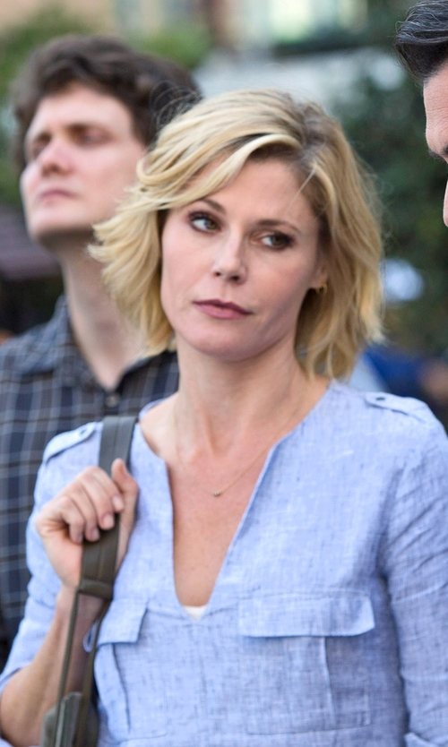 Julie Bowen with Bobi Gauze V Neck 3/4 Sleeve Top in Modern Family