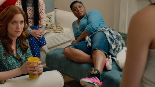 Ester Dean with American Eagle Plaid Button Down Shirt in Pitch Perfect 2