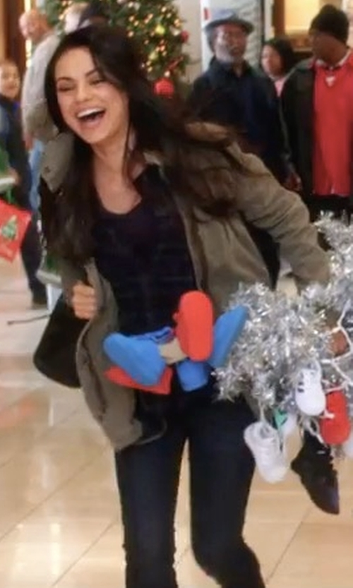 Mila Kunis with Regalect Skinny Jeans in A Bad Moms Christmas