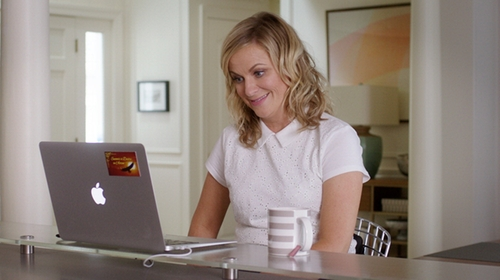 Amy Poehler with Ann Taylor Eyelet Polo Shirt in Sisters