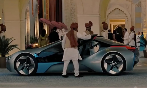 Tom Cruise with BMW i8 Concept Car in Mission: Impossible - Ghost Protocol