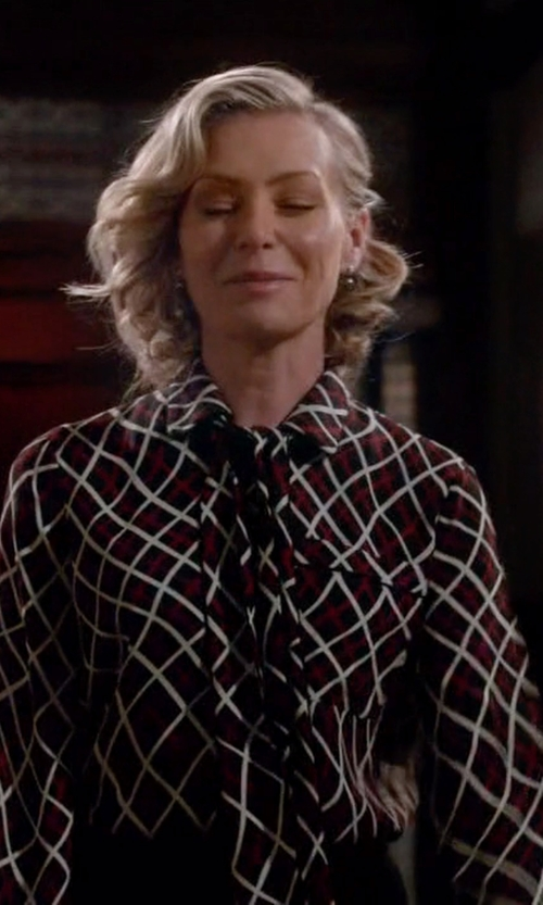 Portia de Rossi with Gucci Pussy-Bow Printed Silk-Crepe Blouse in Scandal