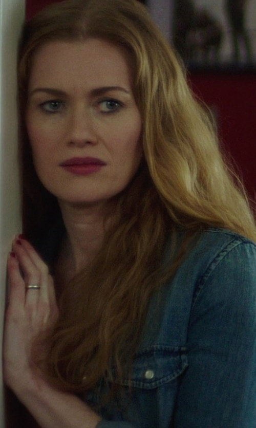 Mireille Enos with Aetonal Gold 7mm Slightly Domed Standard Comfort-Fit Ring in If I Stay