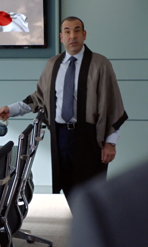 Rick Hoffman with Trafalgar Broderick Leather Belt in Suits