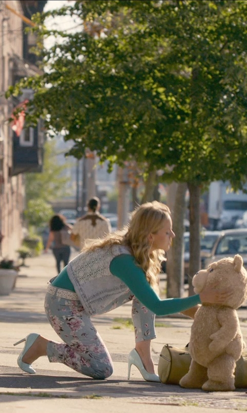 Jessica Barth with Altea Floral Casual Pants in Ted 2