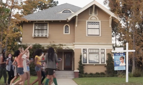 Seth Rogen with 2179 West 20th Street (Depicted as Radner Residence) Los Angeles, California in Neighbors 2: Sorority Rising