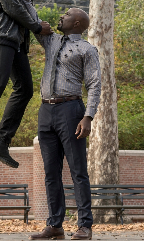 Mike Colter with Stacy Adams Garrison Wing-Tip Oxford Shoes in Marvel's Luke Cage