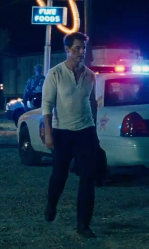 Tom Cruise with Citizens of Humanity Sid Straight-Leg Jeans in Jack Reacher: Never Go Back