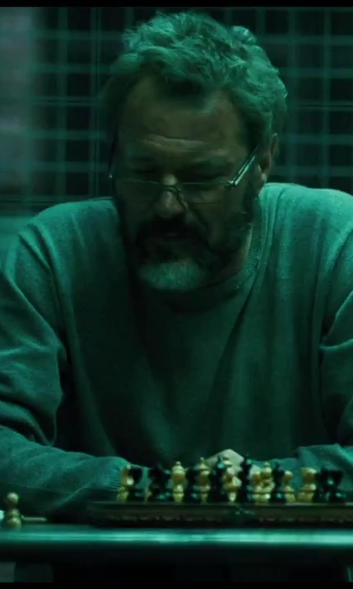 Sebastian Koch with Scali Green and White Alabaster Chess Set with Checkers in Inlaid Chest in A Good Day to Die Hard