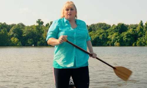 Rebel Wilson with Dressbarn V-Neck Tee in Pitch Perfect 2