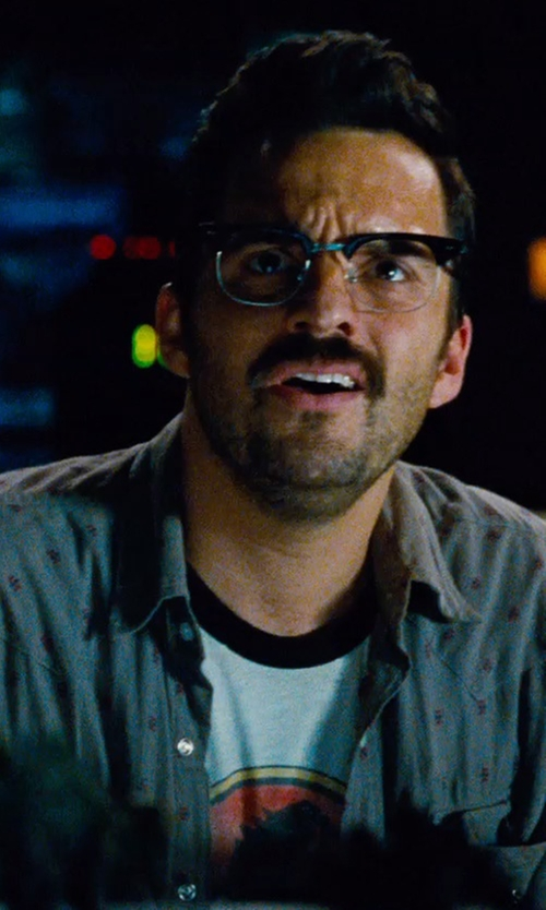 Jake Johnson with 80sTees.com Jurassic Park Ringer T-Shirt in Jurassic World