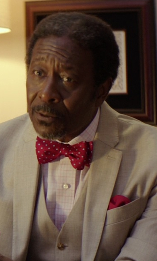 Clarke Peters with The Tie Bar Silk Solid Twill Pocket Square in The Best of Me