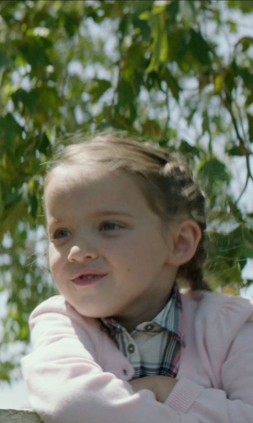 Madeleine McGraw with Mudd Plaid Button-Front Shirt in American Sniper