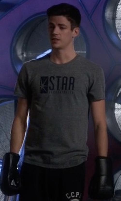 Grant Gustin with Gildan Flash Star Laboratories T-Shirt in The Flash