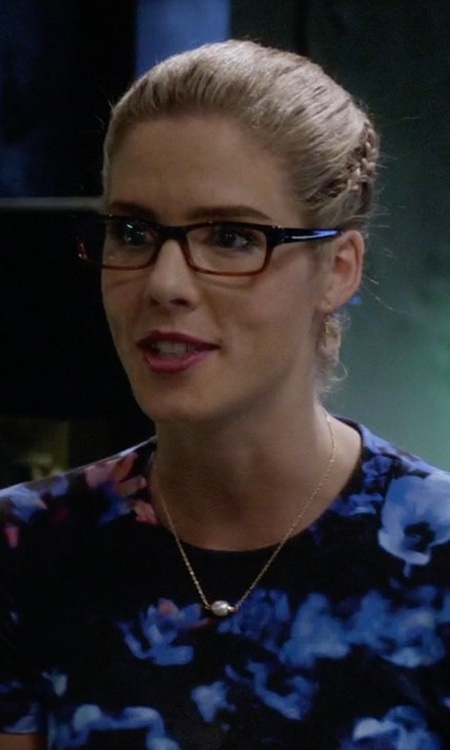 Emily Bett Rickards with Peggy Li Big Pearl Drop Necklace in The Flash