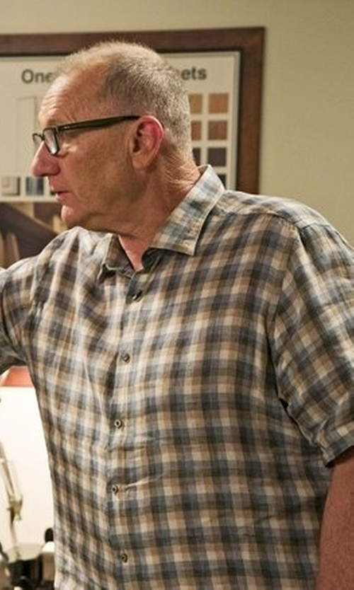 Ed O'Neill with Thomas Dean Check Short Sleeve Sport Shirt in Modern Family