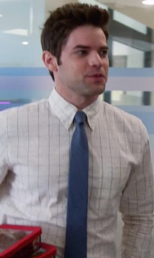 Jeremy Jordan with Alfani Fall Solid Skinny Tie in Supergirl