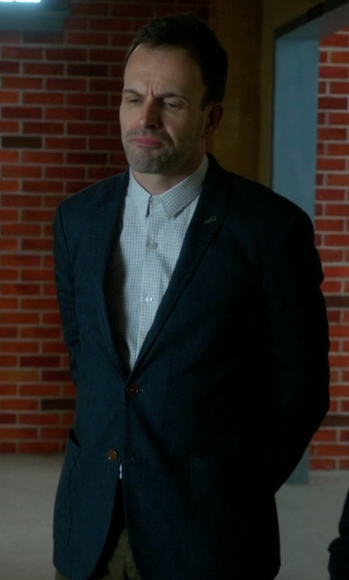 Jonny Lee Miller with Strong Suit 'Dino' Trim Fit Solid Wool Blazer in Elementary