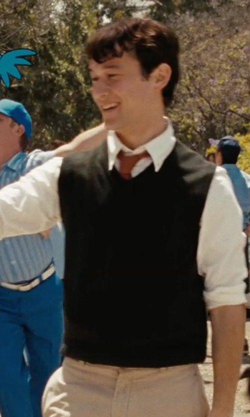 Joseph Gordon-Levitt with Lands' End Men's Cashmere Sweater Vest in (500) Days of Summer