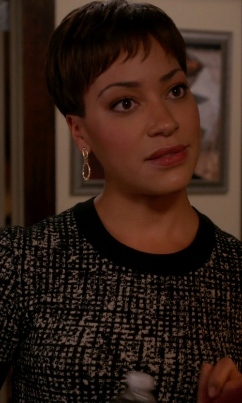 Cush Jumbo with Tory Burch Knitted T-Shirt in The Good Wife
