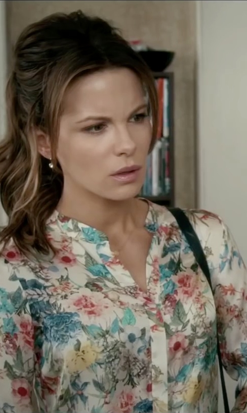 Kate Beckinsale with NYDJ Floral Collage Print Sleeve Blouse in Absolutely Anything