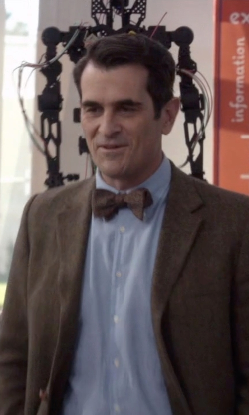 Ty Burrell with Haggar Wool Blend Solid Pretied Bow Tie in Modern Family