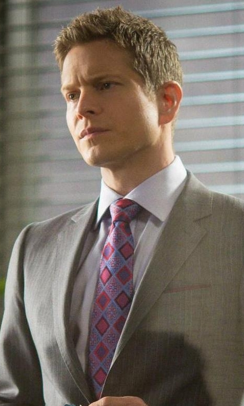 Matt Czuchry with Ike Behar Geo Silk Tie in The Good Wife