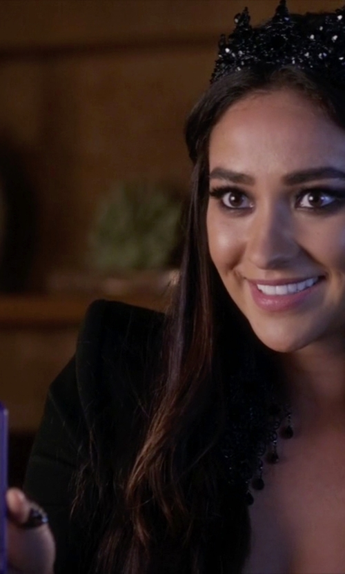 Shay Mitchell with Apple iPhone 5 in Pretty Little Liars