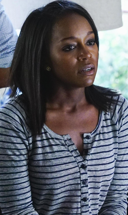 Aja Naomi King with Frame Denim Le Henley Raglan Tee Shirt in How To Get Away With Murder