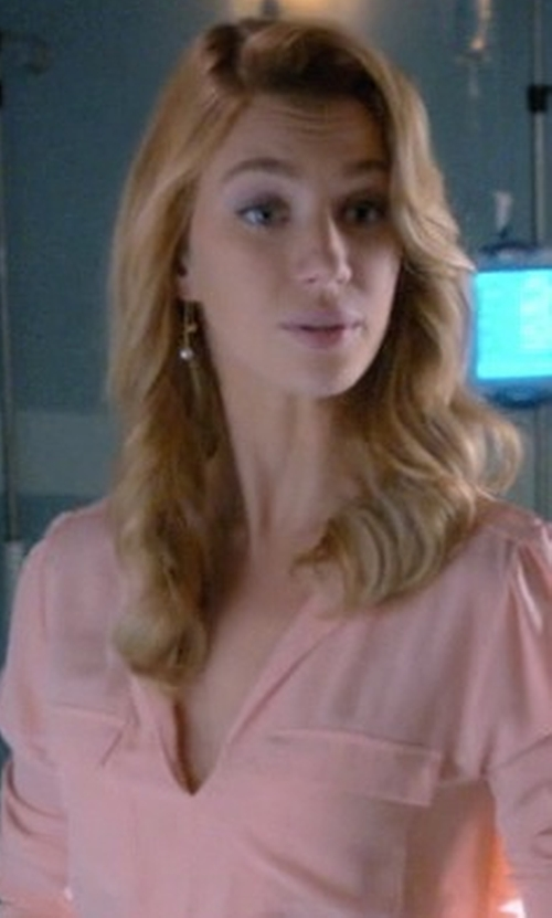 Yael Grobglas with Lele Sadoughi Sands of Time Pendulum Pearly Drop Earrings in Jane the Virgin