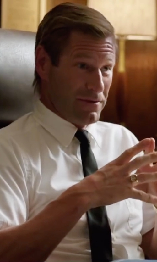 Aaron Eckhart with Stafford Soft Silk Solid Tie in My All American
