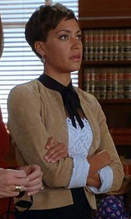 Cush Jumbo with L' Autre Chose Twill Blazer in The Good Wife