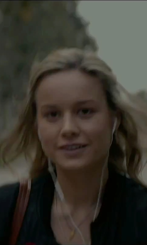 Brie Larson with Samsung In-Ear Headphones in The Gambler