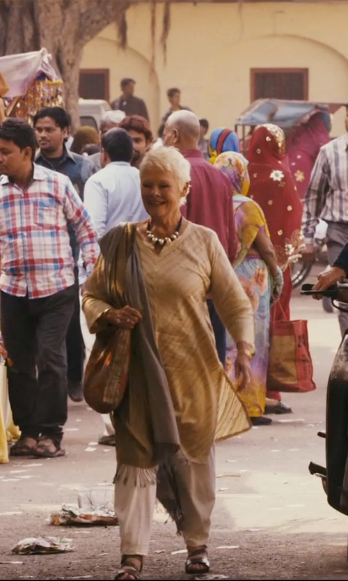 Judi Dench with Bop Basics Leather Handles Luxe Tote Bag in The Second Best Exotic Marigold Hotel