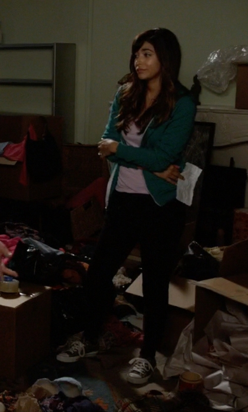 Hannah Simone with Converse Low Sneakers in New Girl