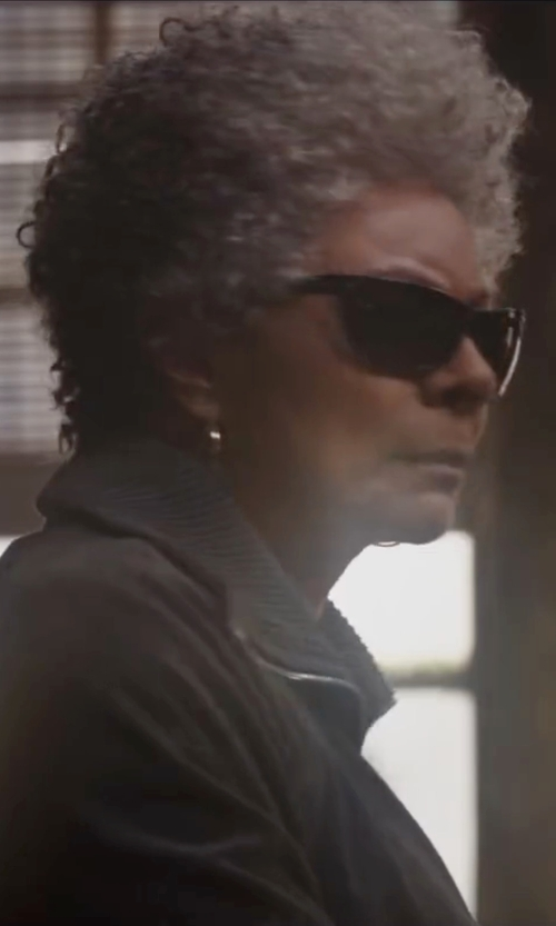 Leslie Uggams with Michael Kors Large Hoop Earrings in Deadpool