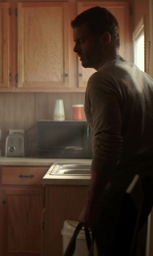 James Marsden with Cuisinart Slice Toaster in The Best of Me
