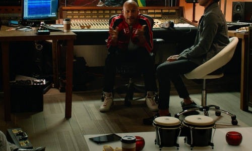 Keegan-Michael Key with Ferragamo White High Top Sneakers in Pitch Perfect 2