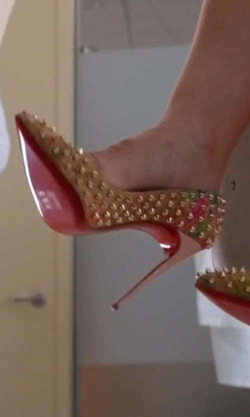 Tabrett Bethell with Christian Louboutin Follies Spiked Cork Red Sole Pumps in Mistresses