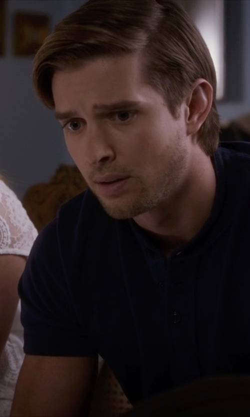 Drew Van Acker with Drumohr Slub Weave Short-Sleeve Henley Shirt in Pretty Little Liars