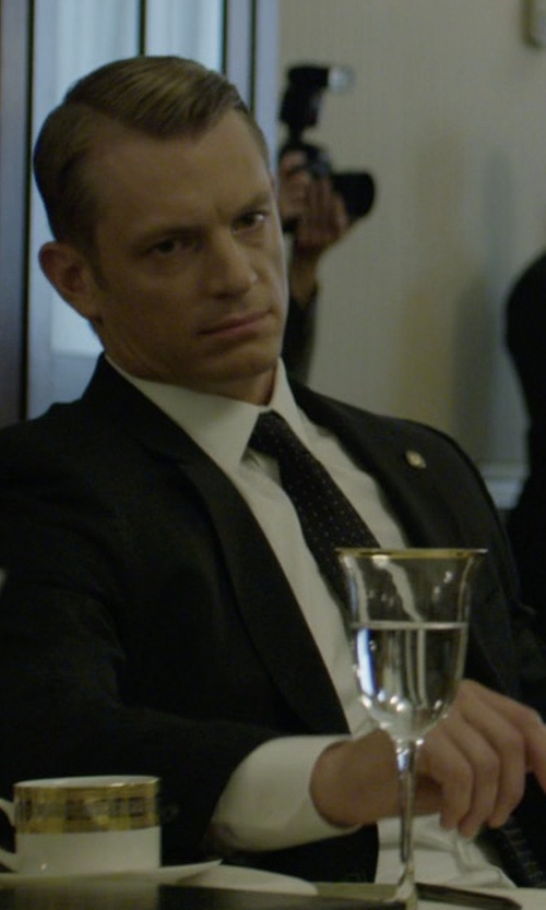 Joel Kinnaman with Tom Ford Micro Dot-Print Silk Tie in House of Cards